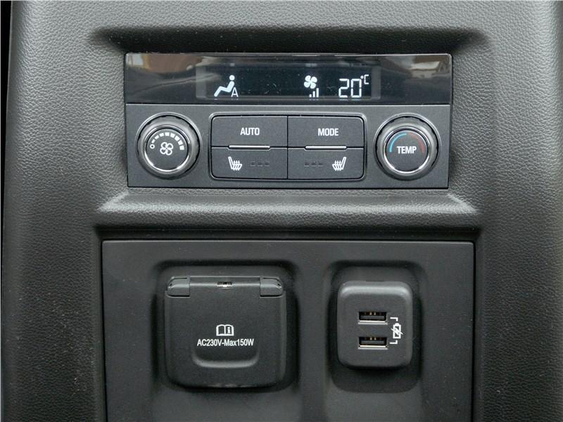 Chevrolet Traverse 2018 управление климатом для второго ряда