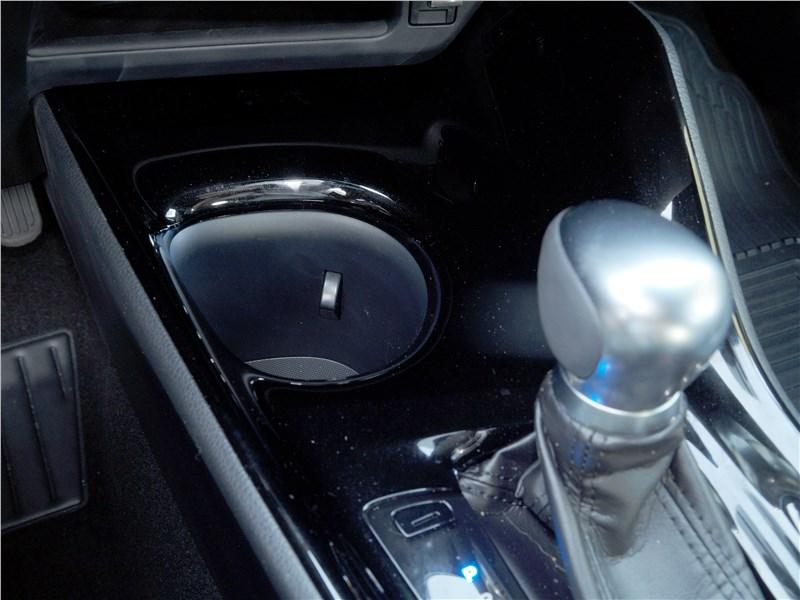 Toyota C-HR 2016 углубления под емкости
