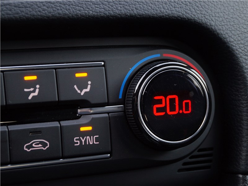 Kia ProCeed GT 2019 климат-контроль