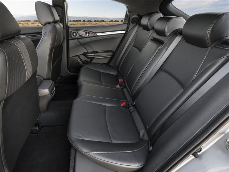Honda Civic Hatchback 2020 задний диван