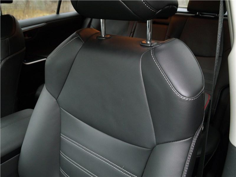 Toyota RAV4 2019 передние кресла