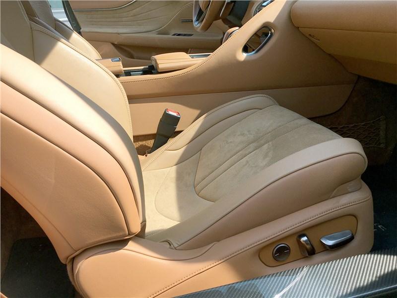 Lexus LC 500 (2021) кресло пассажира