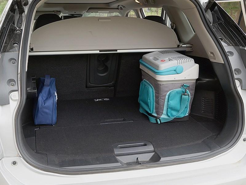 Nissan X-Trail 2014 багажное отделение