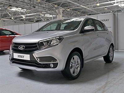 АвтоВАЗ наполовину сократил план производства новых Lada XRay