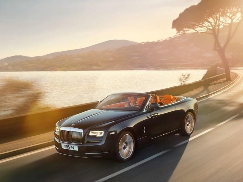 Rolls-Royce Dawn 2017 вид спереди сверху