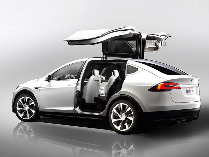 Tesla Model X 2017 вид сбоку