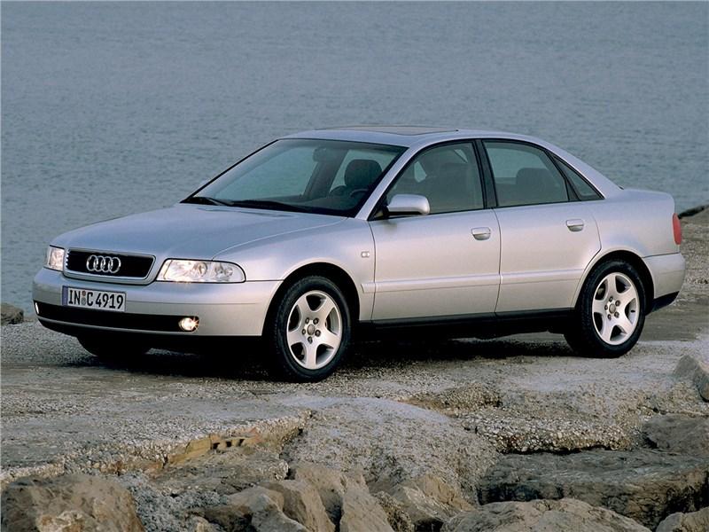 Audi A4 1998 вид спереди