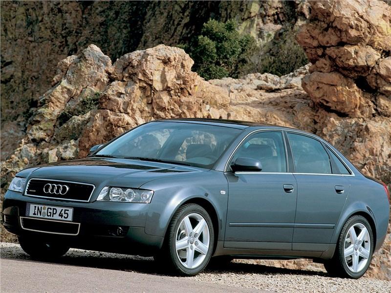 Audi A4 2000 вид спереди сбоку
