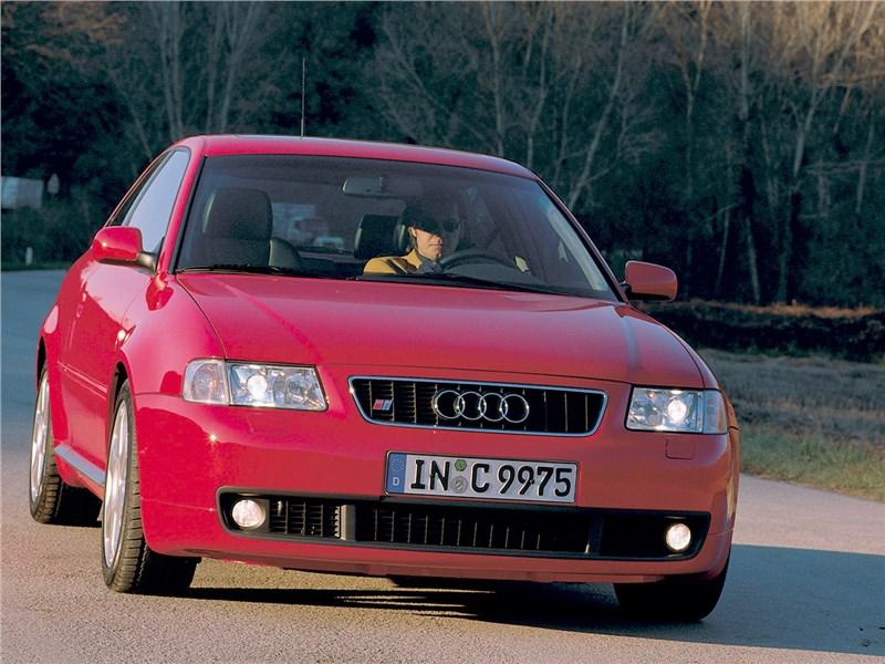 Audi S3 1999 вид спереди