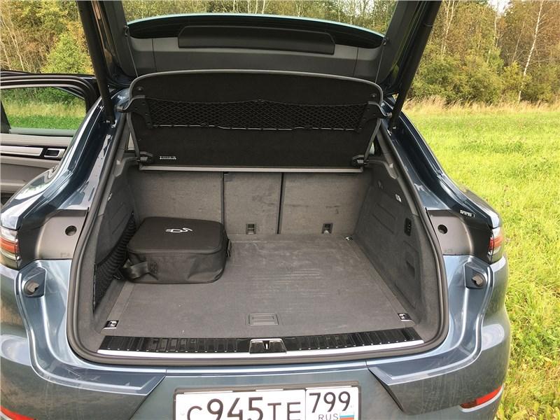 Porsche Cayenne Turbo S E-Hybrid Coupe 2020 багажное отделение