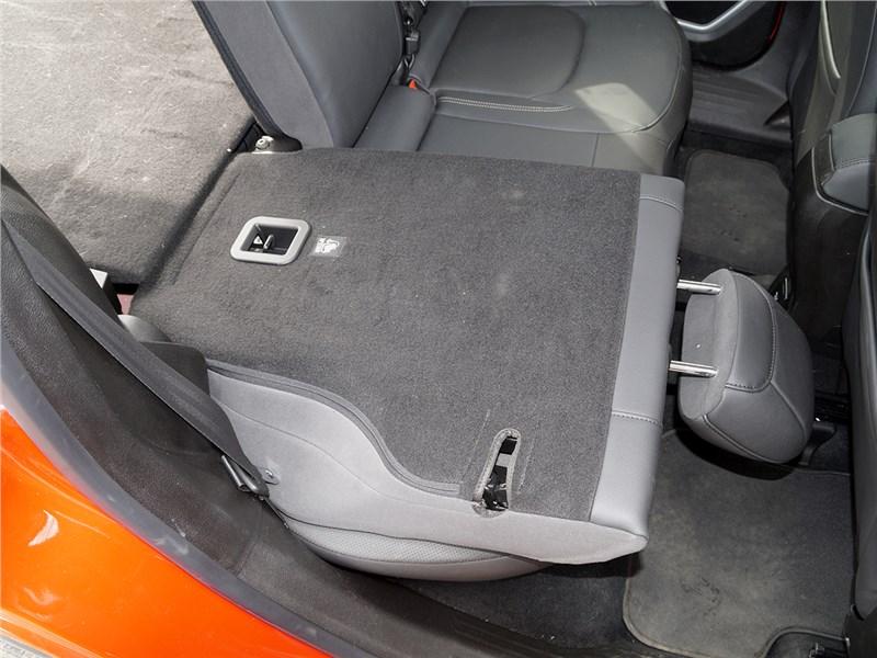 Jeep Renegade 2014 задний диван