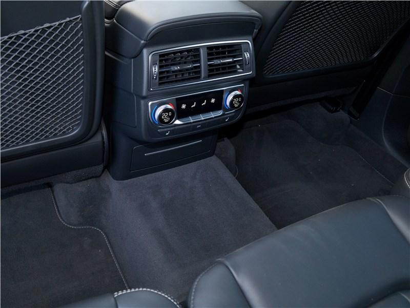 Audi Q7 S-Line 2016 «климат» для задней части салона