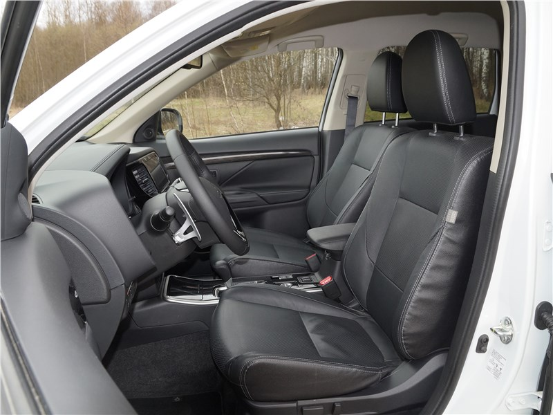 Mitsubishi Outlander 2016 передние кресла