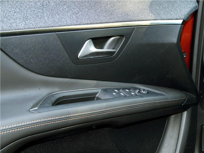 Peugeot 3008 2017 дверь