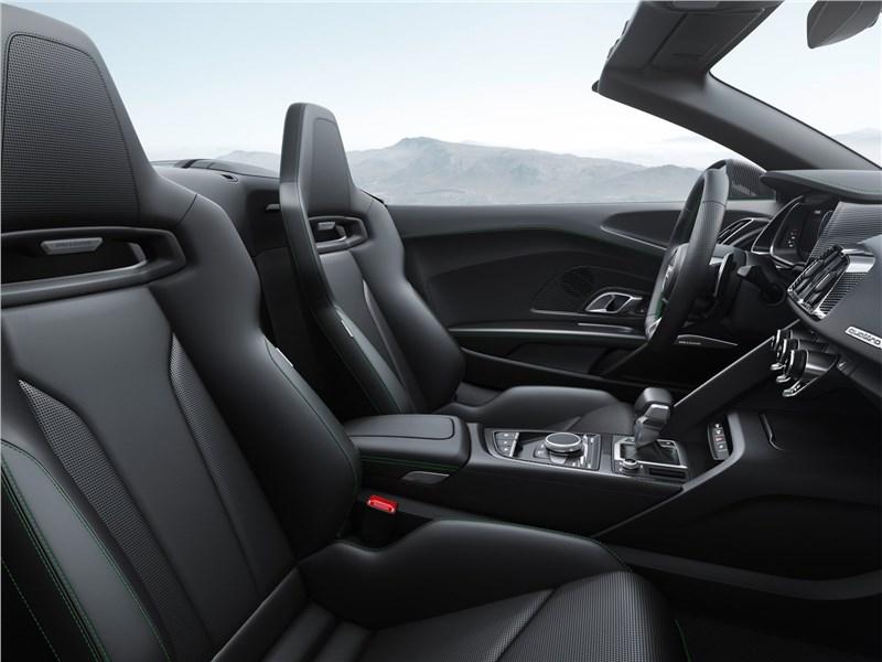 Audi R8 Spyder 2018 кресла