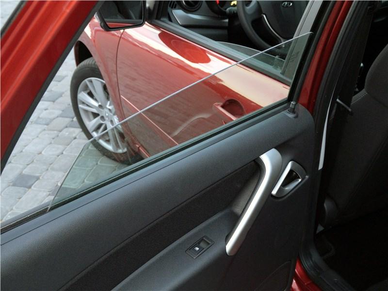 Lada Granta 2019 стекла задних дверей