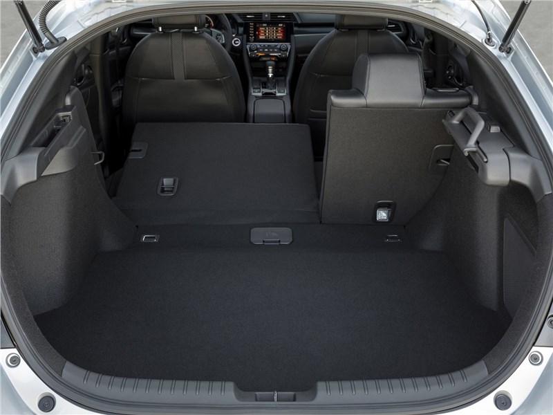 Honda Civic Hatchback 2020 багажное отделение