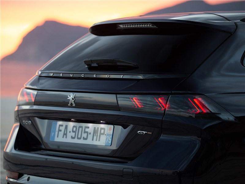 Peugeot 508 SW 2019 вид сзади