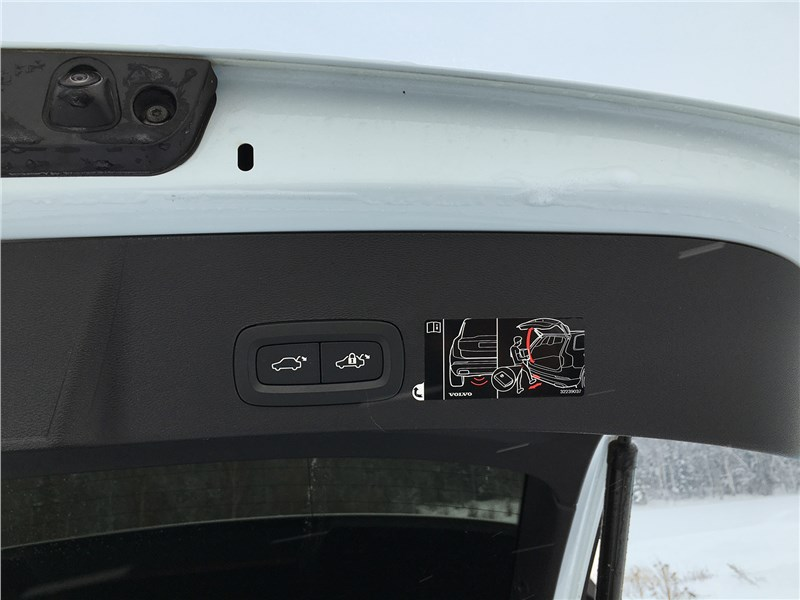 Volvo XC40 (2018) дверь багажника