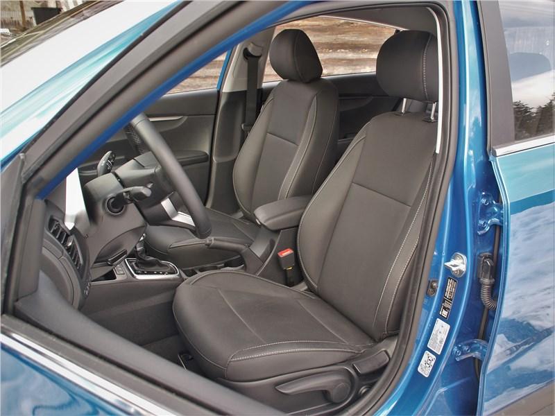 Kia Rio X (2020) передние кресла