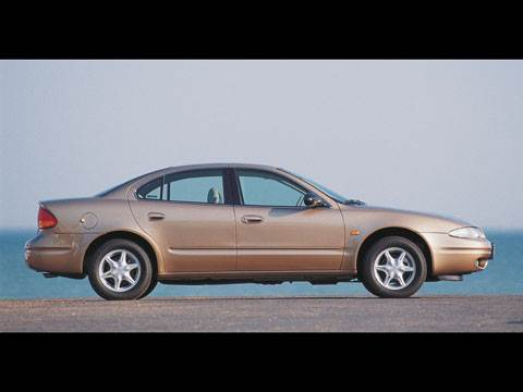 Крупные середняки (Chevrolet Alero (Oldsmobile Alero), Ford Taurus, Chrysler Sebring (Dodge Stratus))