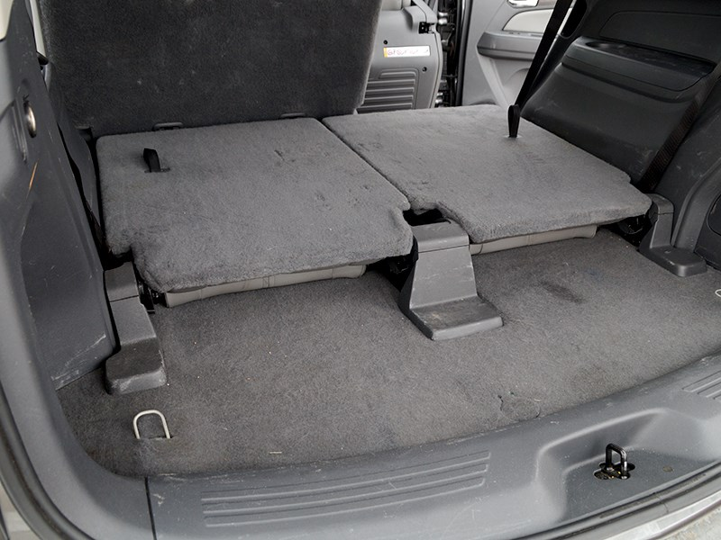 Chevrolet Trailblazer 2012 сложенные кресла третьего ряда