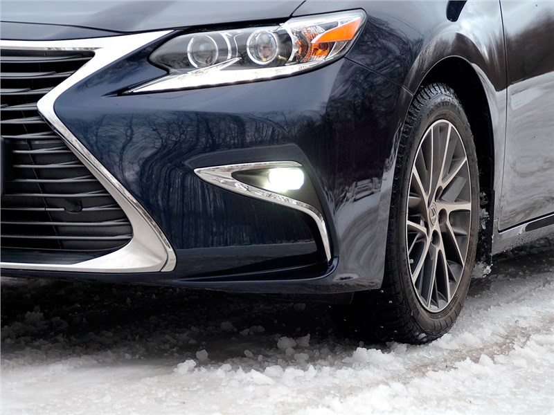 Lexus ES 200 2016 передний свет