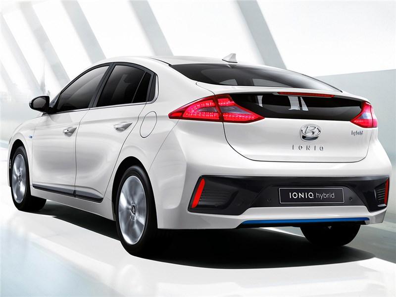 Hyundai Ioniq 2016 вид сзади