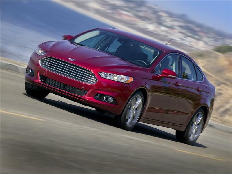Ford Fusion 2012 вид спереди сбоку
