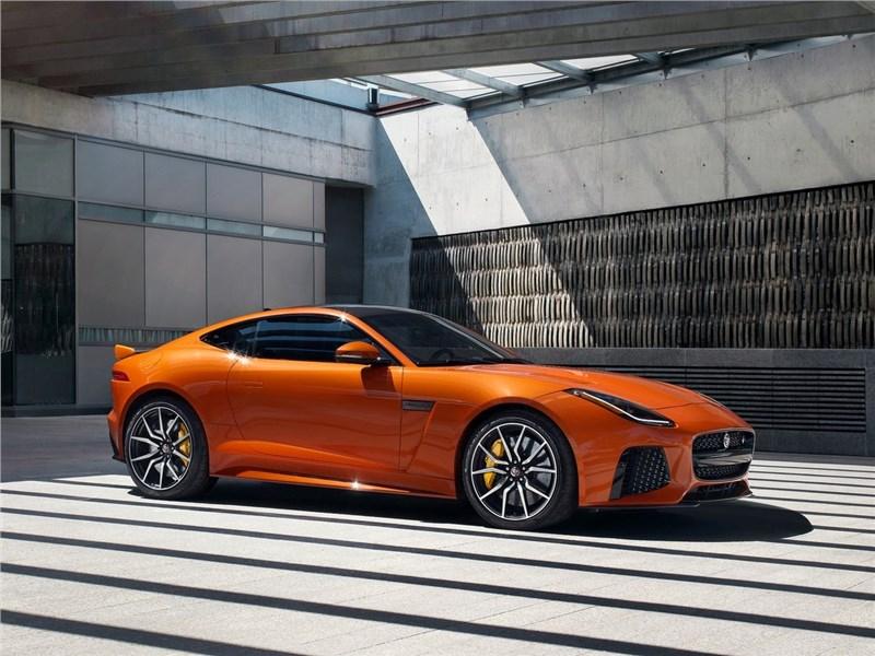 Jaguar F-Type SVR Coupe 2016 вид спереди сбоку