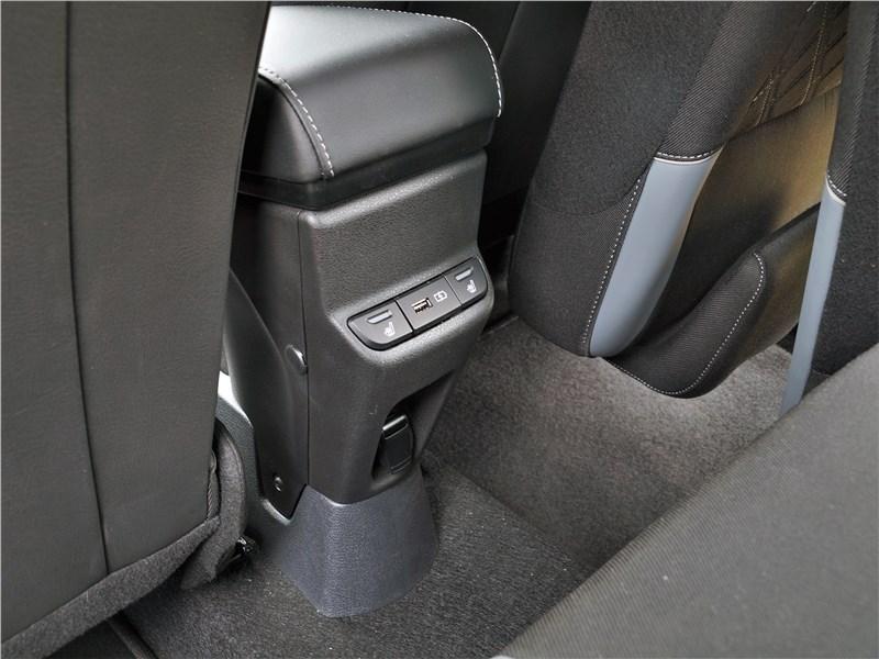 Lada Largus Cross (2020) обогрев задних сидений