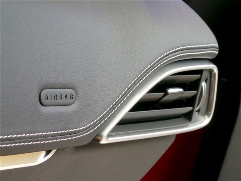 Jaguar F-Pace 2016 дефлектор системы вентиляции