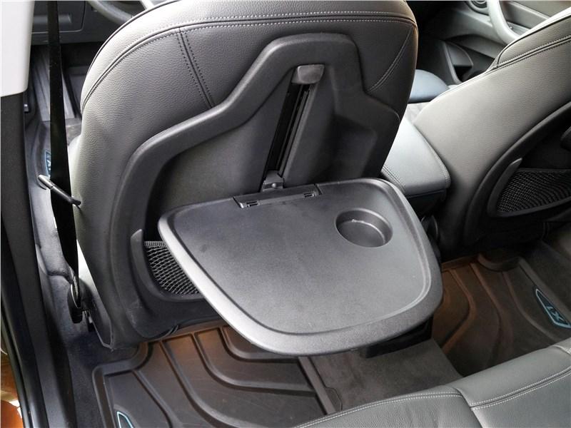 BMW X1 2016 откидные столики