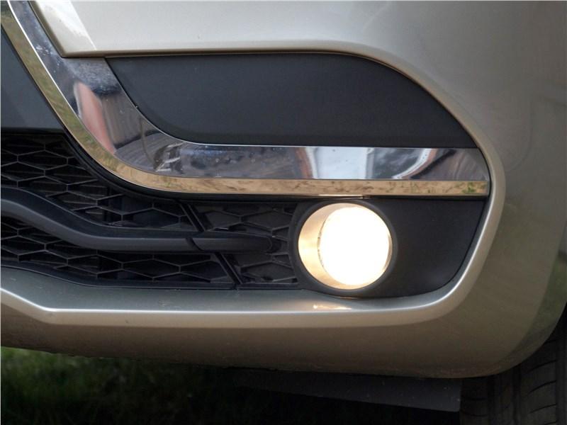 Lada XRay 2015 противотуманная фара