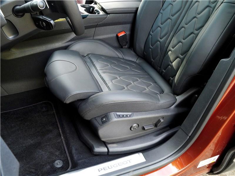 Peugeot 3008 2017 переднее кресло