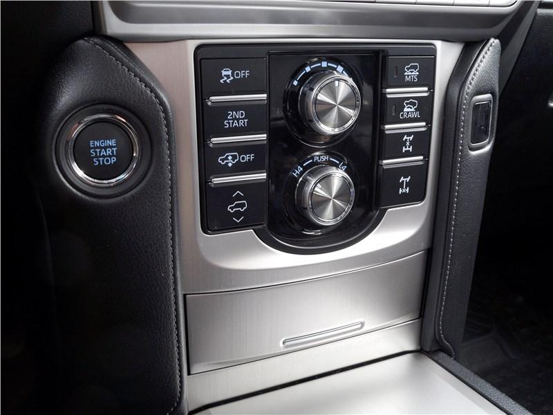 Toyota Land Cruiser Prado 2017 органы управления внедорожными режимами