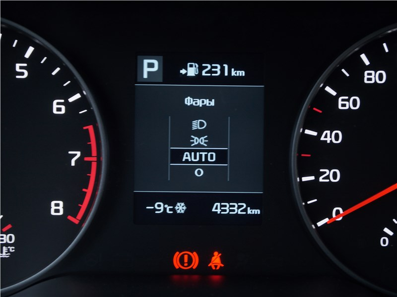 Kia Rio X-Line 2017 приборная панель
