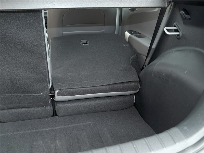 Kia Picanto X-Line 2017 багажное отделение
