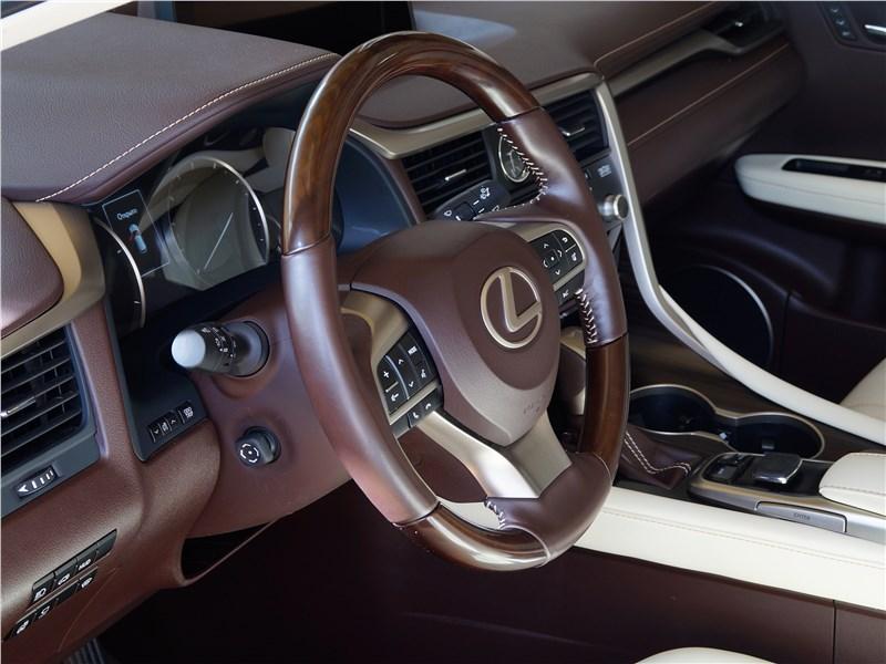 Lexus RX 350L 2018 отделка салона