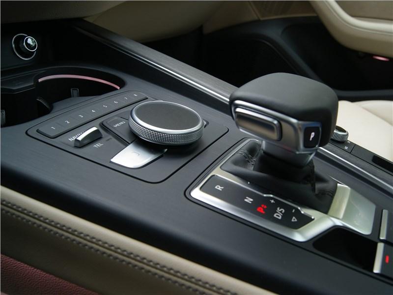Audi A5 Sportback 2020 центральный туннель