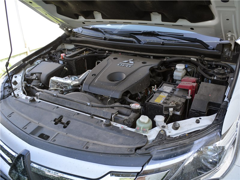 Mitsubishi Pajero Sport (2020) моторный отсек