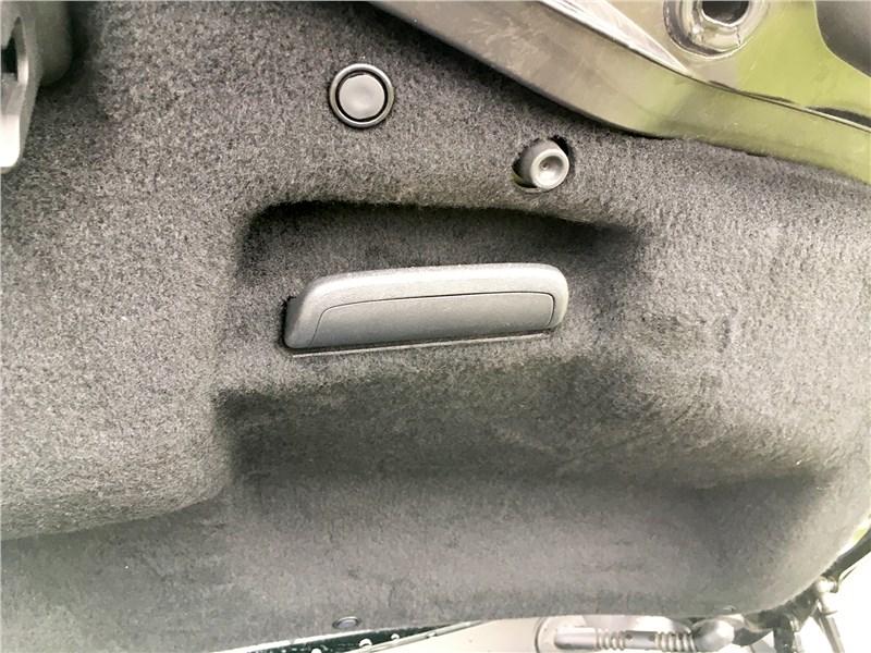 Lexus LC 500 (2021) багажное отделение
