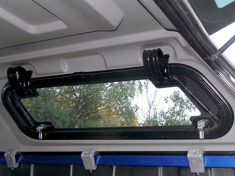 Toyota HiLux 2016 боковое окно