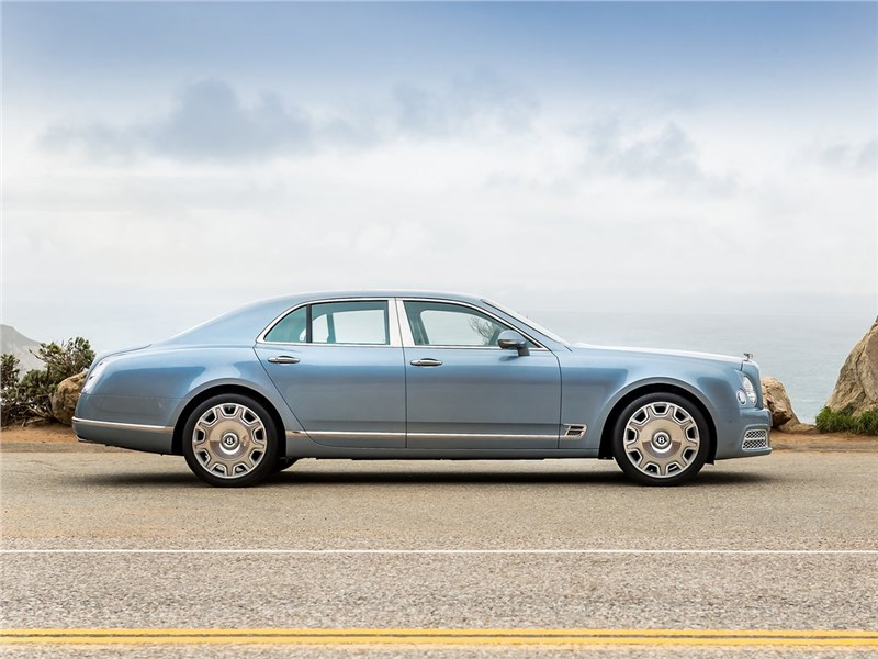 Bentley Mulsanne 2017 вид сбоку