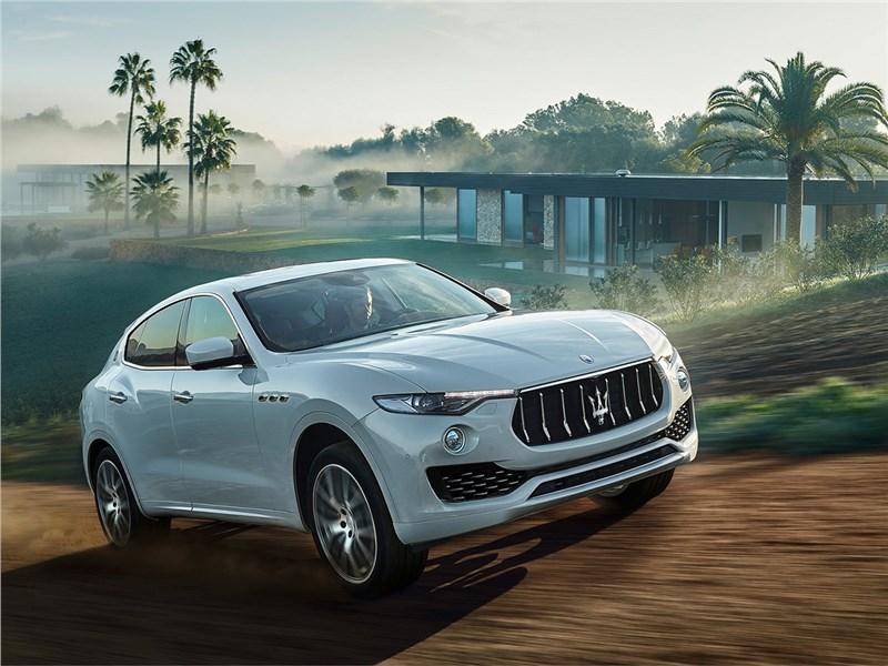 Maserati Levante 2017 вид спереди сбоку