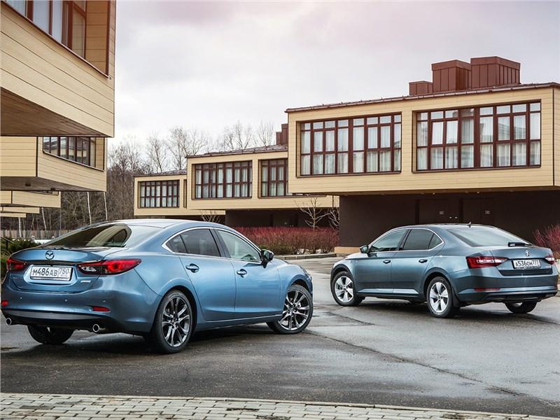 Mazda 6 2016 и Skoda Superb 2016 вид сзади
