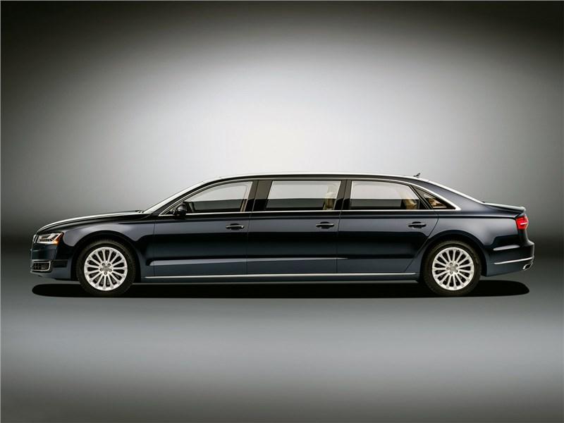 Audi A8 L Extended 2016 вид сбоку