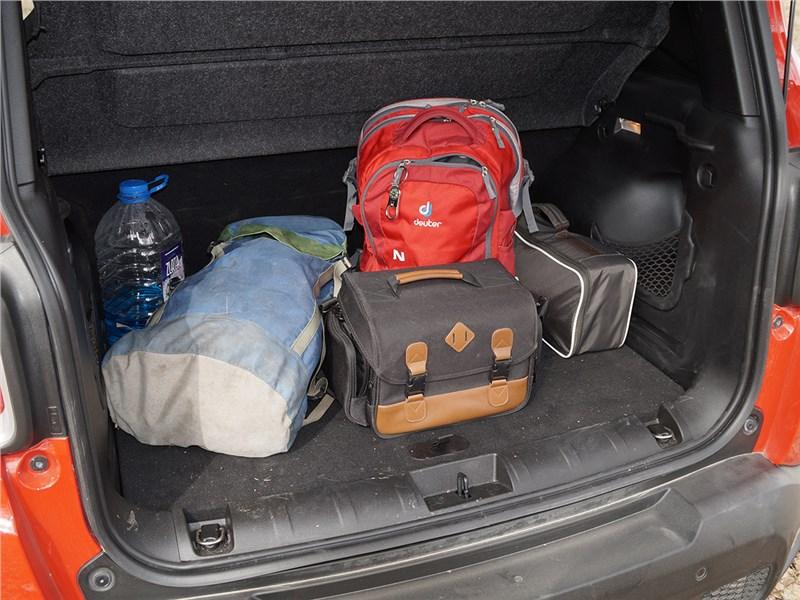 Jeep Renegade 2014 багажное отделение
