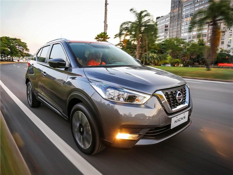 Nissan Kicks 2017 вид спереди