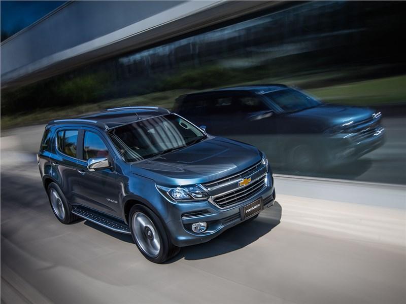 Chevrolet Trailblazer 2016 вид спереди сверху